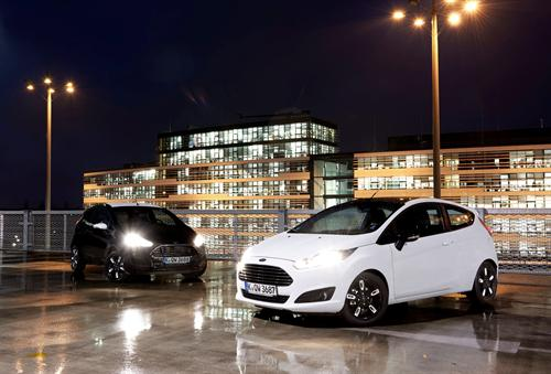 Black i White pels Ford Fiesta i Ka