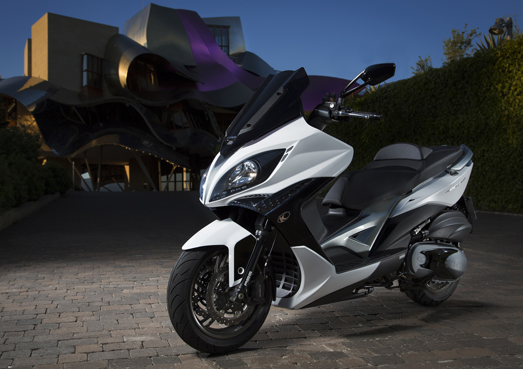 Kymco Xciting 400i ABS: Cercle tancat.