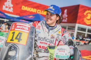 Laia Sanz somrient en una foto del Dakar