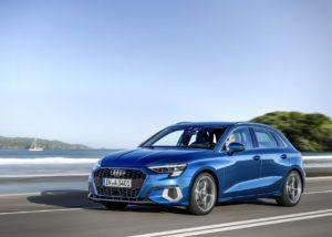 Un Audi A3 Sportback de color blau