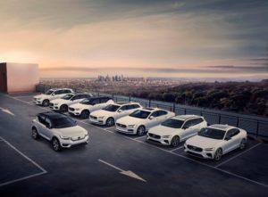 Diversos vehicles aparcats de la gamma Volvo, empresa que canviarà la seva estructura de la direcció executiva