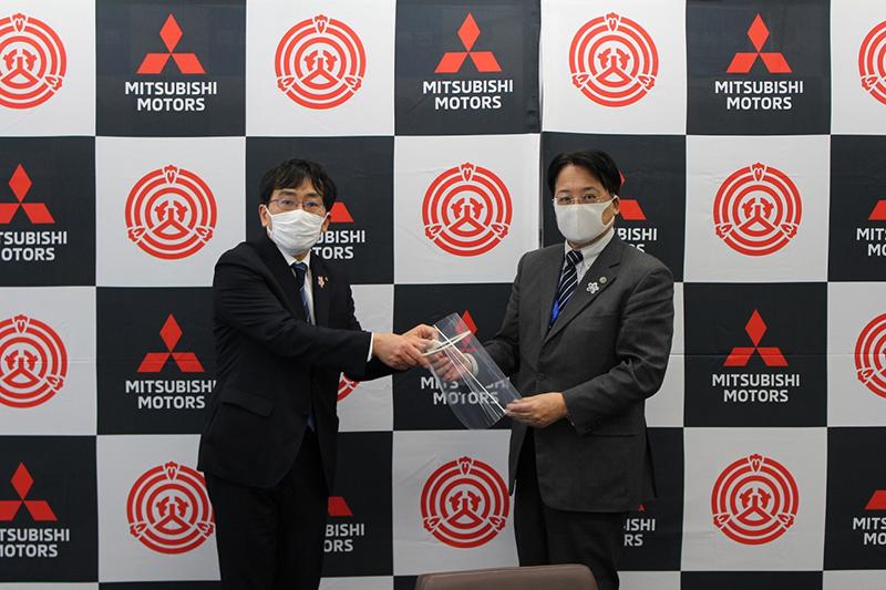 Mitsubishi Motors produeix i distribueix protectors facials per ajudar a prevenir la propagació del Covid-19