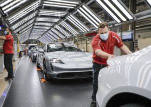 Les fàbriques de Porsche tornen paulatinament a l'activitat