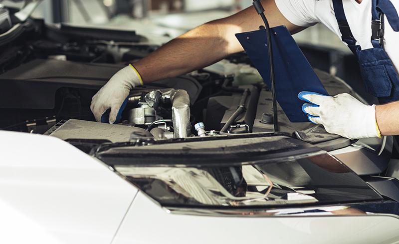 Concessionaris i tallers engeguen motors