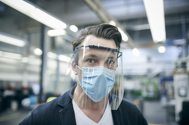 Ford està fabricant mascaretes i protectors facials perquè els empleats puguin tornar a treballar amb seguretat