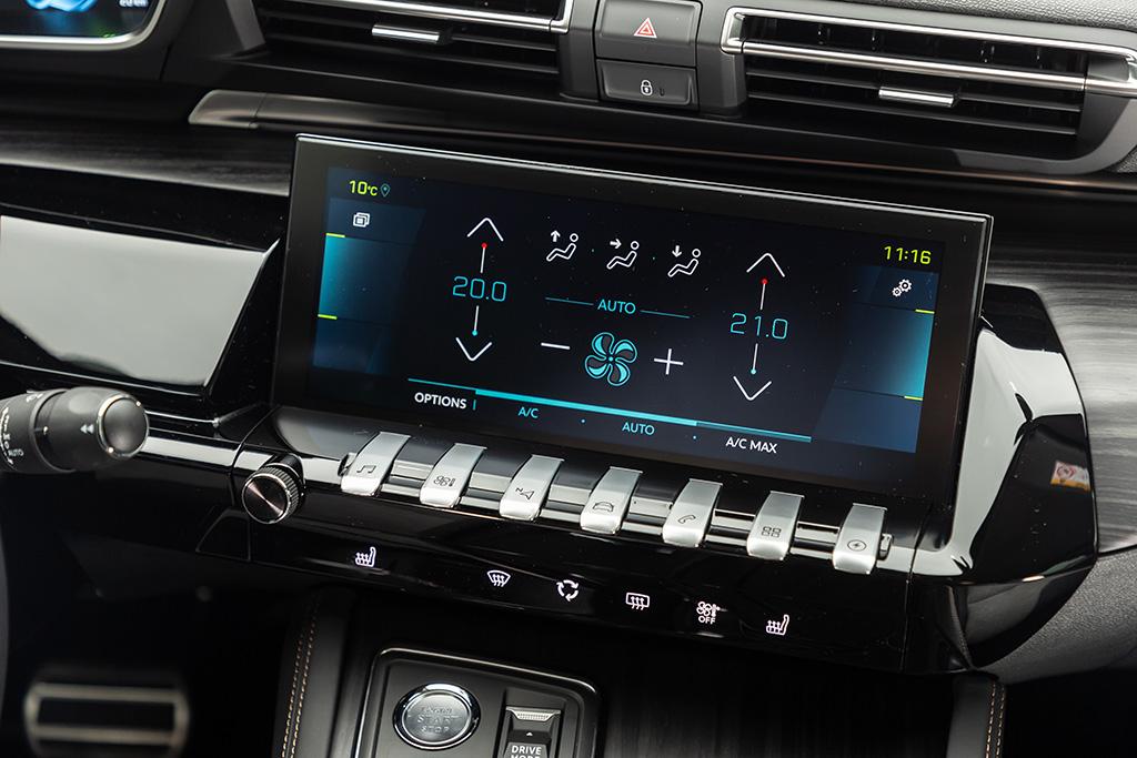 Climatitzador, navegador, ràdio, telèfon … la sorprenent llista de funcions que es controlen amb la veu a bord d'un PEUGEOT