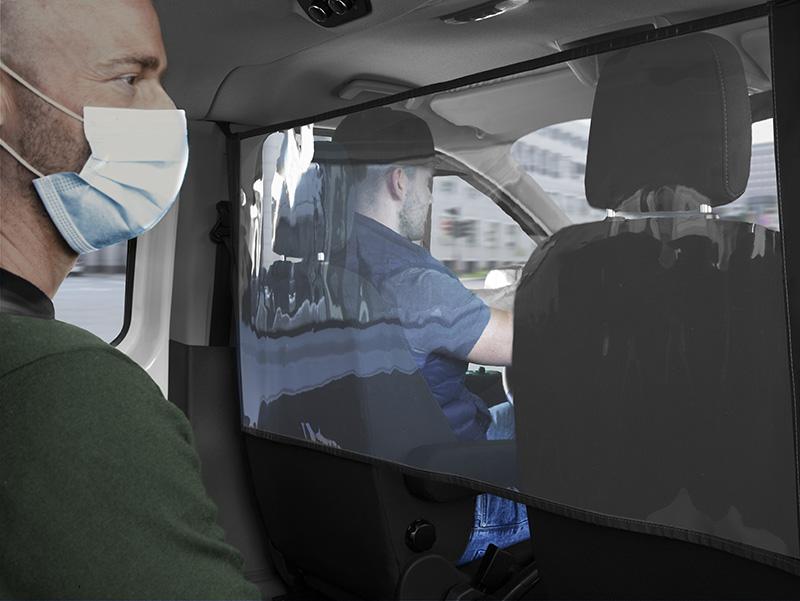 Ford llança unes noves pantalles de protecció que mantenen la distància social dins el vehicle