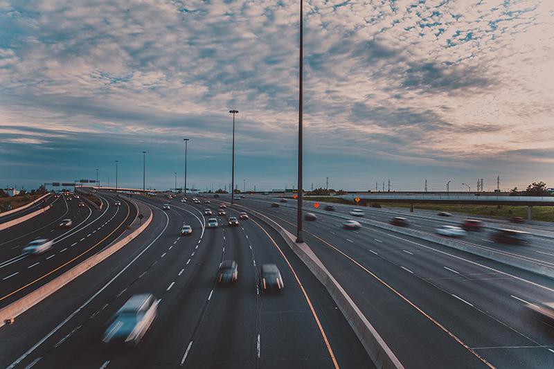 LaDirecció General de Trànsitmultarà tots els vehicles que no circulin pelcarril de la dreta en autovies i autopistes