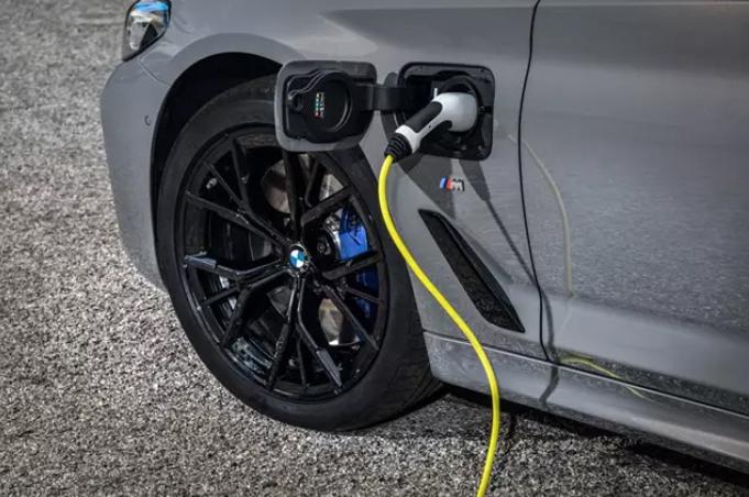 El preu mitjà dels cotxes elèctrics venuts a Europa és un 58% superior al de la Xina