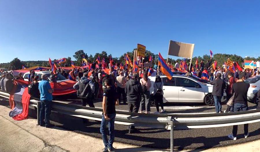 Una manifestació a favor d'Armènia talla l'AP-7 a La Jonquera