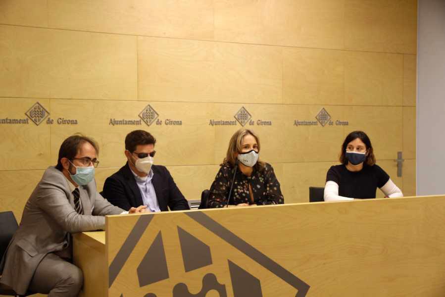 L'Ajuntament de Girona denuncia públicament les conductes incíviques de vehicles mal aparcats sobre la vorera