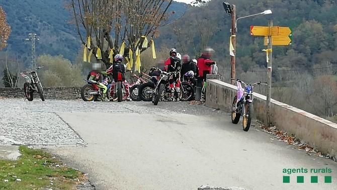 Intercepten una desena de motoristes de trial circulant dins un espai protegit a l'Alta Garrotxa