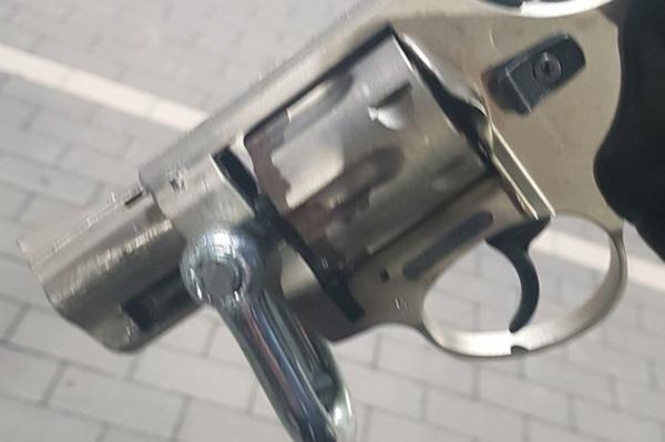 Detenen a Calonge un home amb múltiples antecedents que duia una arma i conduïa sense carnet
