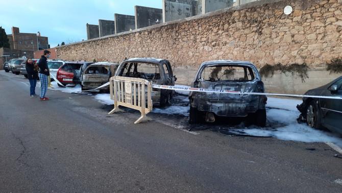 Cremen quatre cotxes a Palafrugell, entre els quals el de l'alcalde i el del seu fill