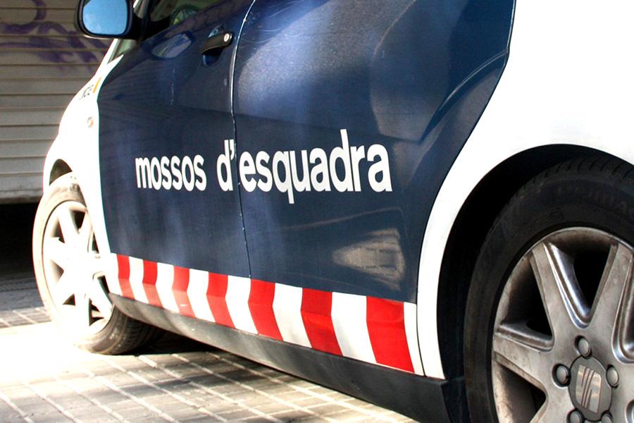 Els Mossos d'Esquadra detenen dos homes per cometre un robatori amb intimidació a Palamós amb l'engany de l'estafa del retrovisor