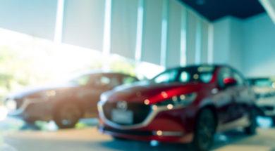 blurred-suv-car-parked-in-modern-showroom-car-deal-JDXAXU3-min-1110×550